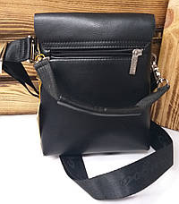 Маленькая мужская сумка черного цвета на три отдел, с клапаном на магнитах, 2 съемных ремешка, фото 3
