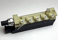 Блок клапанов пневмоподвески mercedes S w220 A2203200258