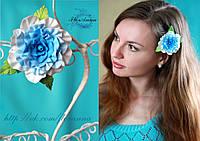 """""""Бело-голубая роза"""" заколка роза для волос ручной работы из полимерной глины."""
