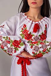 Жіноча вишиванка троянди