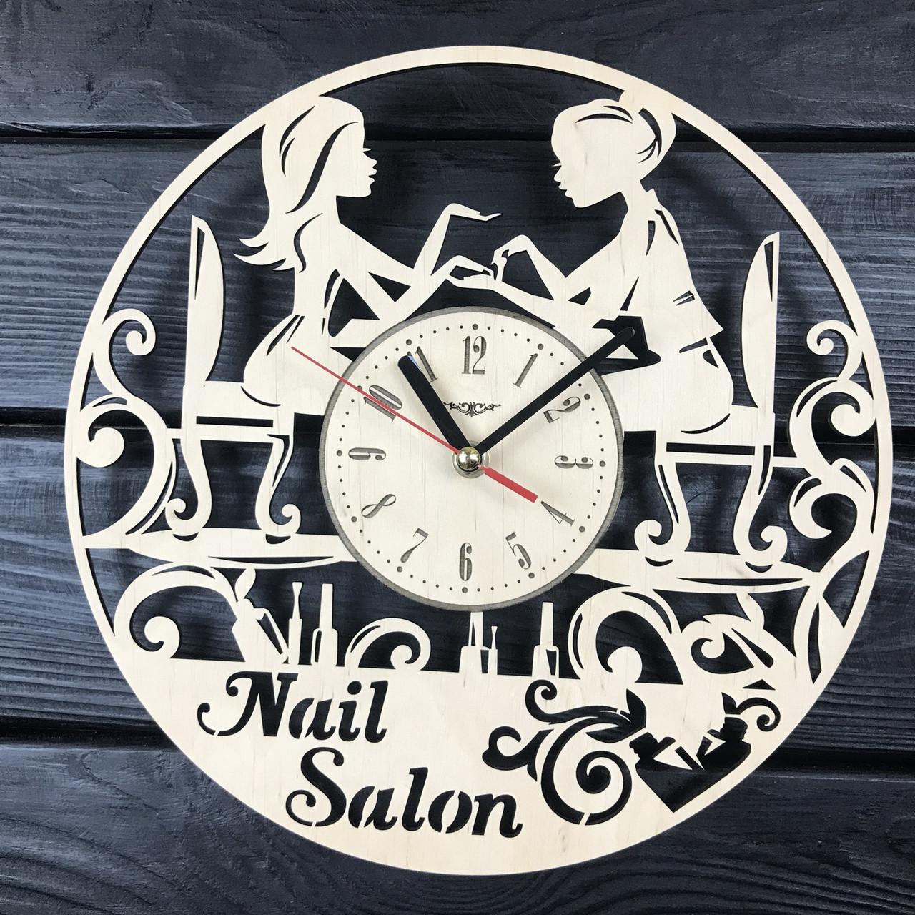 Часы настенные из дерева «Маникюрный салон»