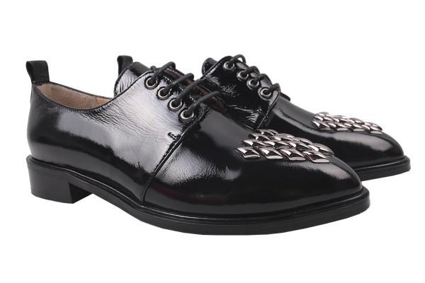 Туфли женские на низком ходу из  натуральной лаковой кожи, черные на шнуровку Aquamarin Турция
