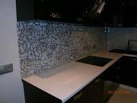Стеклянная стеновая панель для рабочей стенки кухни - фартук из стекла на кухню