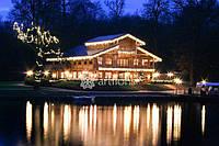 Иллюминация дома, новогоднее оформление фасада и территории, украшение елки, еловые гирлянды с декором