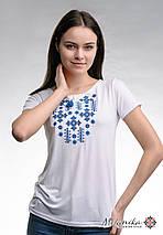 Літня жіноча вишита футболка білого кольору «Зоряне сяйво (синя вишивка)», фото 2