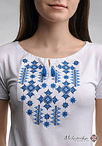 Літня жіноча вишита футболка білого кольору «Зоряне сяйво (синя вишивка)», фото 3