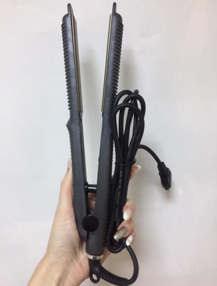 Утюжок для выпрямления и накрутки волос.
