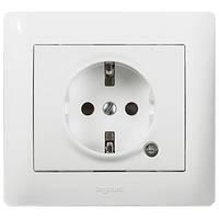 Розетка электрическая 2К+З с шторками и лампой индикации Белый Legrand Galea Life (771048), фото 1