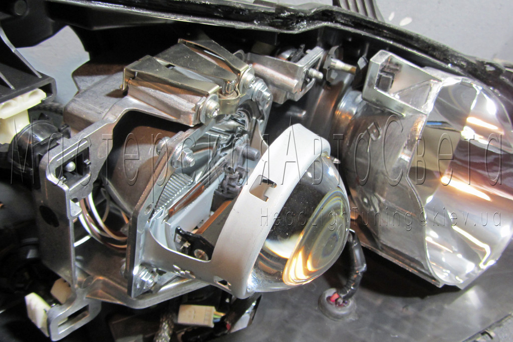 Lexus ES - замена линз на биксеноновые Hella 3R F1