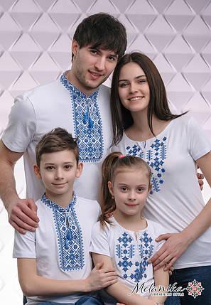 Комплект вишитих футболок білого кольору із синьою вишивкою «Зоряне Сяйво», фото 2