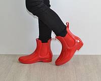 Детские резиновые сапоги красного цвета
