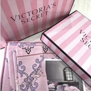 Комплект постельного белья Victoria's Secret.