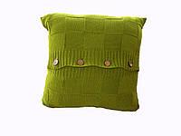 Стильная ярко-зеленая вязанная наволочка на пуговках