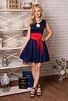 Роскошное женское платье из жаккардовой ткани с атласным поясом