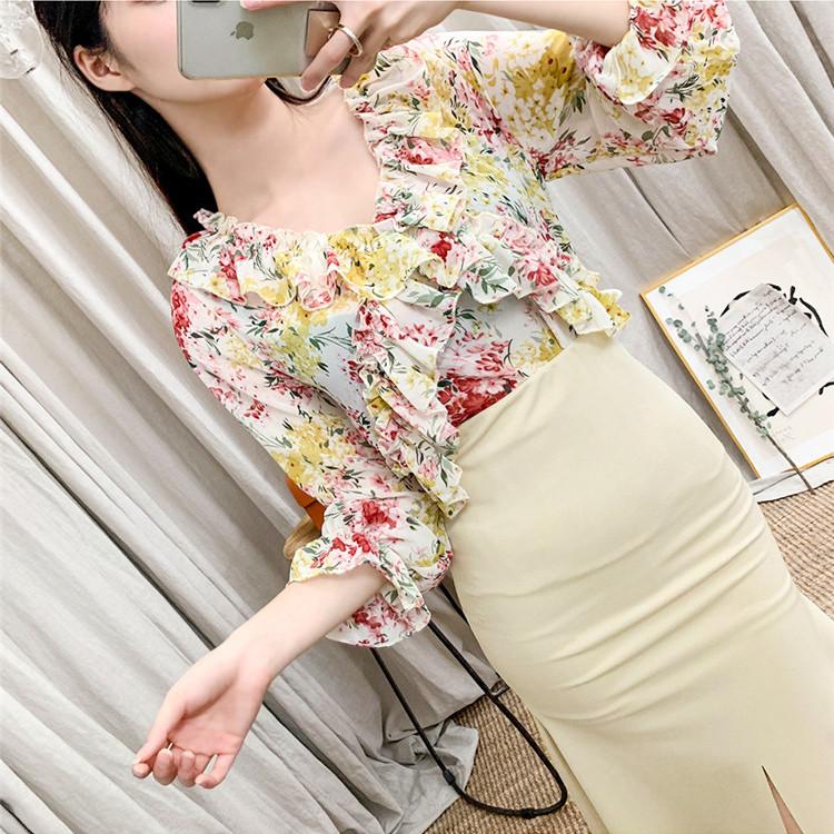 Яскрава квіткова блузка шовк