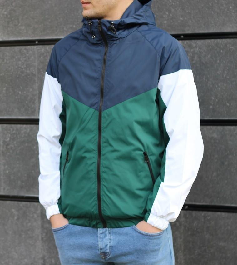 Мужская демисезонная куртка с капюшоном синяя с зеленым. Фото в живую