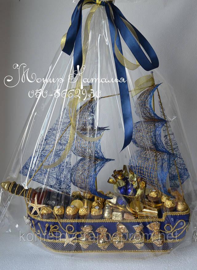 Корабль из конфет директору