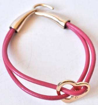 Розовый браслет с сердечком
