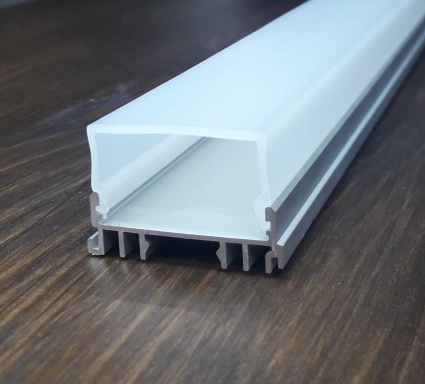 Светодиодный светильник на 3 ленты. Комплект Алюминиевый профиль 2м + рассеиватель 2м.