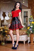 Черная кожаная  юбка с перфорированным низом в виде кружева