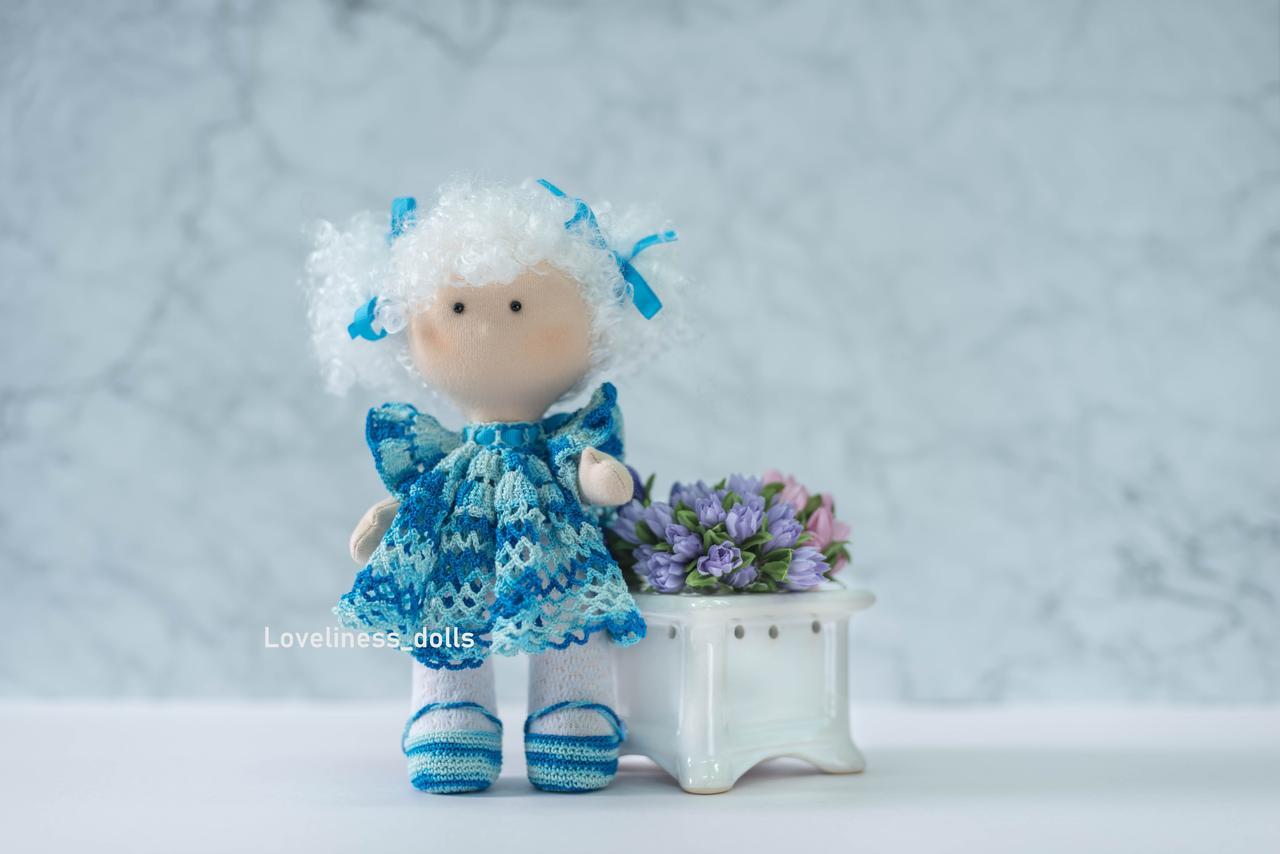 """Интерьерная кукла """"Кудряшка в ажурном голубом платье"""""""