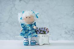 """Інтер'єрна лялька """"Кудряшка в ажурній блакитній сукні"""""""