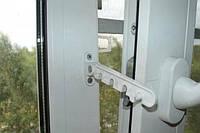 Ограничитель открывания либо откидывания створки металлопластикового окна, белый.