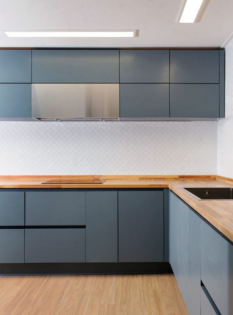 Кухня на заказ фасад серая матовая покраска Blum furniture