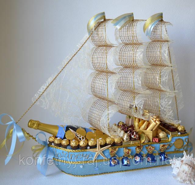 Корабель з цукерок блакитний