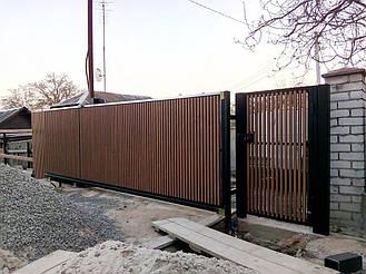 Деревянные откатные ворота и калитка с накладным электрозамком
