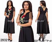 Платье миди с вышитым цветочным принтом с расклешенной юбочкой