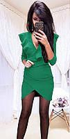 Коктейльное платье с декольте на запах и отделкой из волана