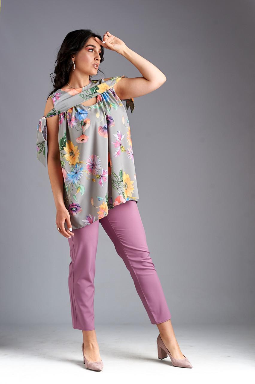 """Летний женский брючный костюм """"Фрезия"""" с блузой в цветочек (большие размеры)"""