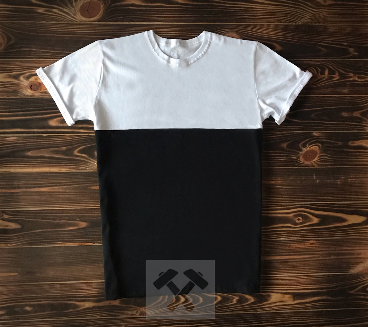 Черно белая футболка