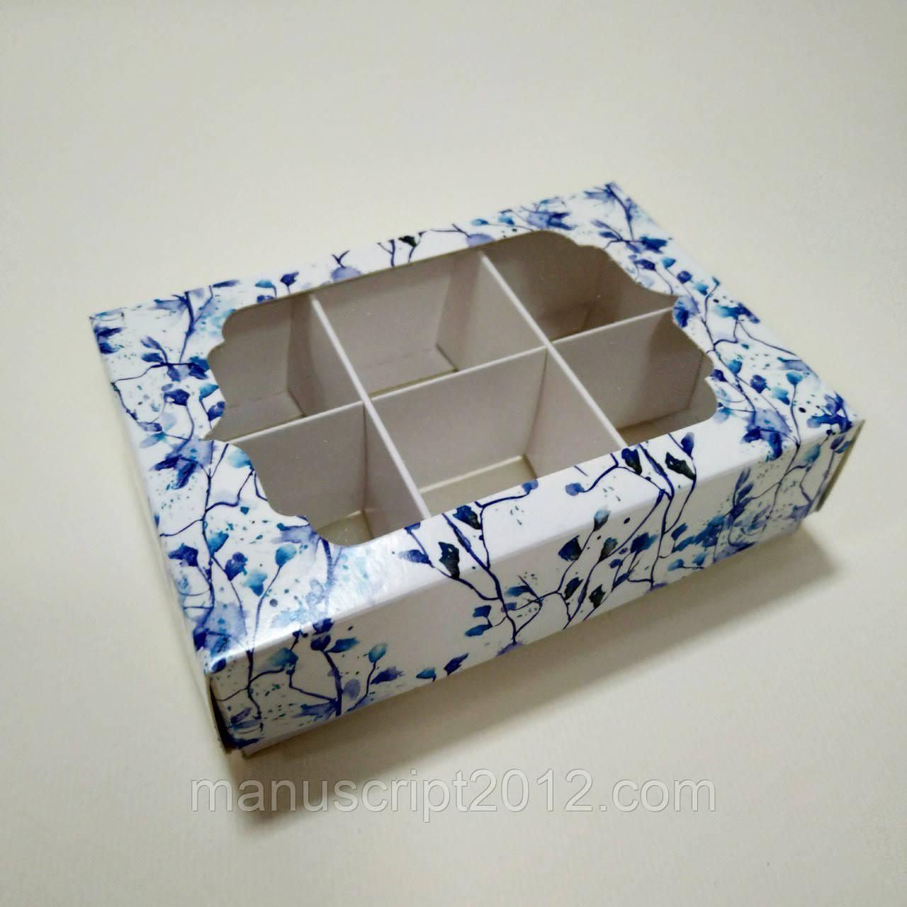 Коробка для конфет с фигурным окном и ложементом c голубыми цветами