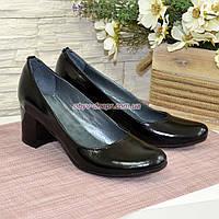 Женские туфли на невысоком устойчивом каблуке, из натуральной лаковой кожи