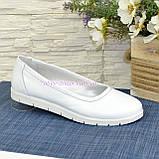 Туфлі-балетки білі шкіряні на товстій підошві, фото 2