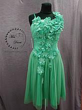 Короткое вечернее/коктейльное платье мятного цвета с 3Д цветами