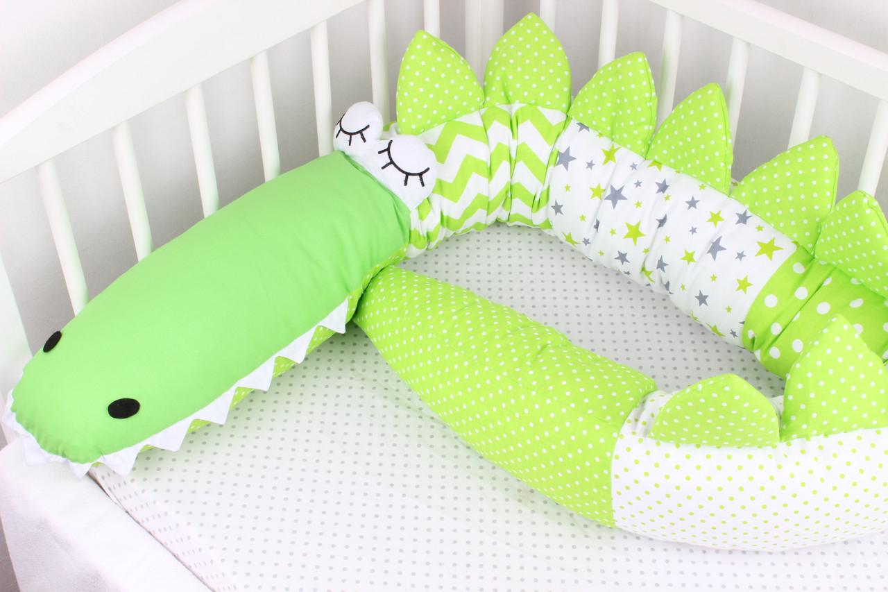 Бортик-Валик Крокодил. Подушка - Бортик. В зелёных цветах.