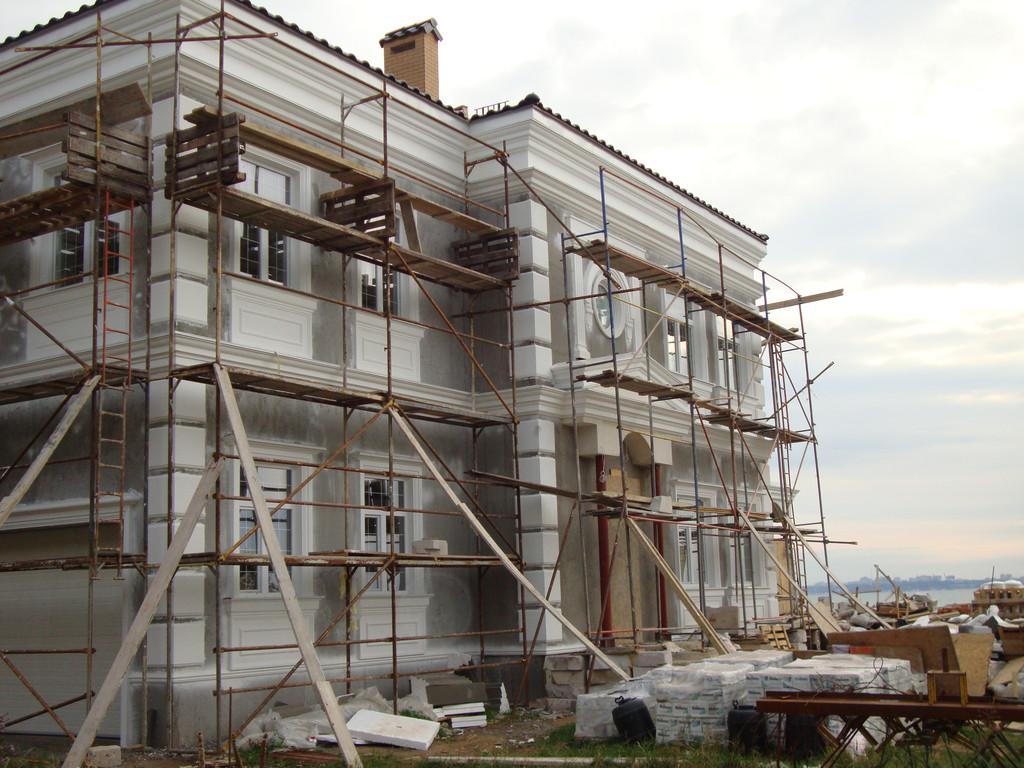 Изготовление и монтаж элементов фасадного декора частного жилого дома г. Одесса ул. Парусная