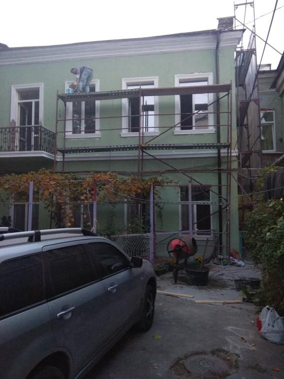Изготовление и монтаж элементов фасадного декора жилого дома г.Одесса ул. Пастера