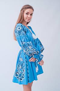 Неординарна вишита коротка сукня з льону у блакитному кольорі «Людмила»
