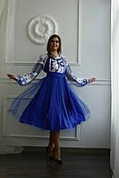 Яскрава вишита сукня
