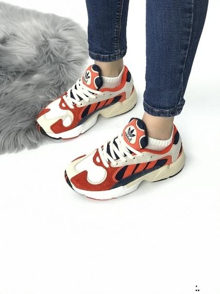 Женские кроссовки Adidas Young красно-белые
