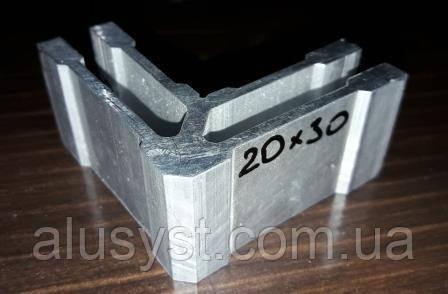 Уголок соединительный  для трубы квадратной 30х20 мм
