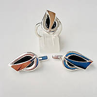 Комплект серебряных ювелирных украшений кольцо и серьги с фианитом и золотыми вставками