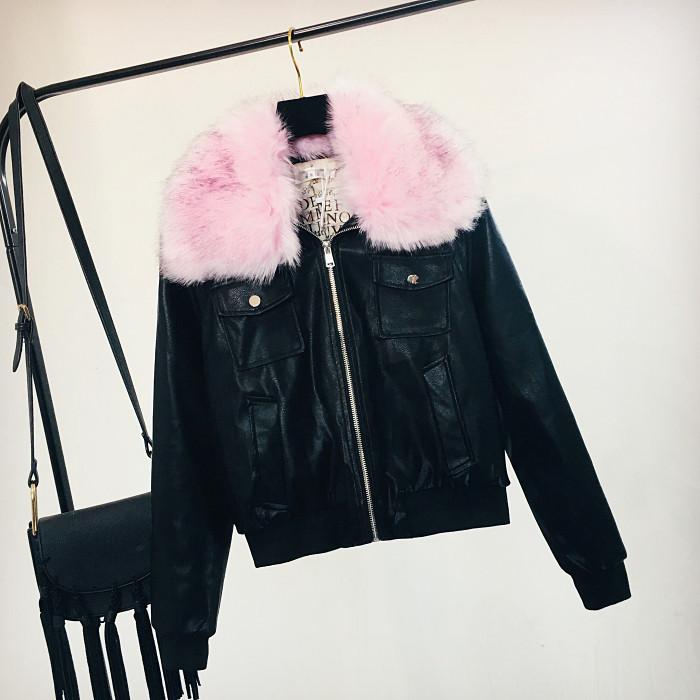 Женская куртка из экокожи черная с розовым съемным мехом