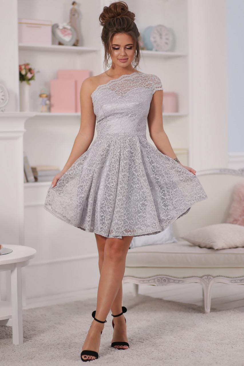 Нарядное платье на одно плечо с фигурным вырезом