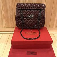 6f22aebb2d77 Женская кожаная сумка Valentino Garavani Rockstud Spike medium Марсала