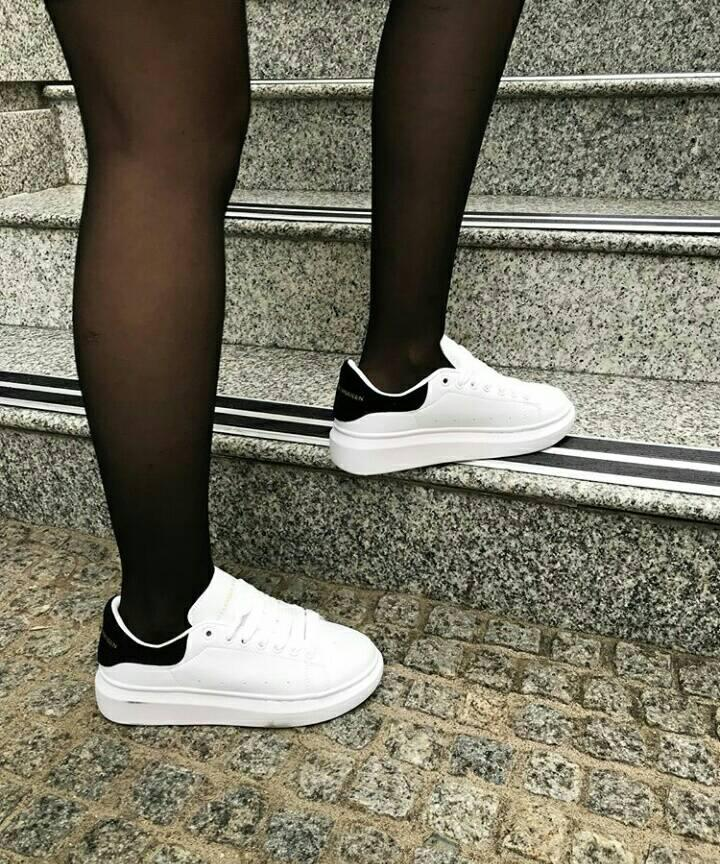 Женские кроссовки в стиле Alexander McQueen Oversized Black and White (Реплика ААА+)